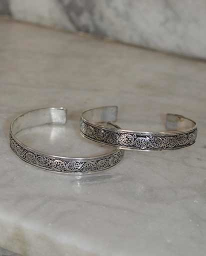Filigree White Metal Bangle